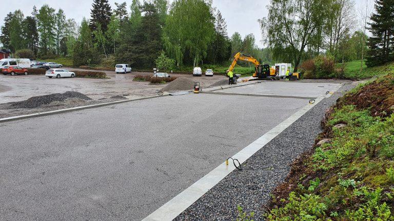 Padel-kenttien pohjat odottavat asfaltointia (21.5.2021)